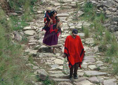 two Quechua people walking on the inka road
